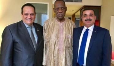 Le Président Ahmed Nasser assiste à l'ouverture du Championnat des Nations Africaines du football au Gabon .